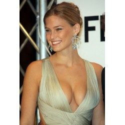 Photo Bar Refaeli